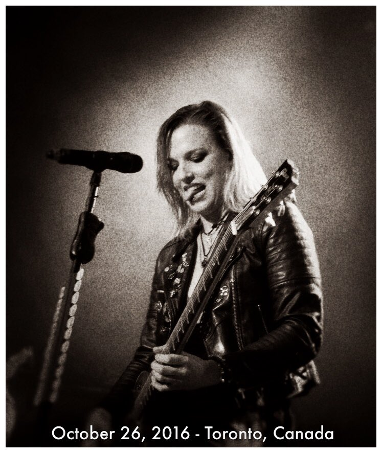 Gotta love @LZZYHALE guitar face here heheheh. https://t.co/oEHKKUAyD2