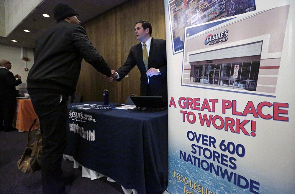 U.S. wages, benefits rise 0.6% in third quarter.