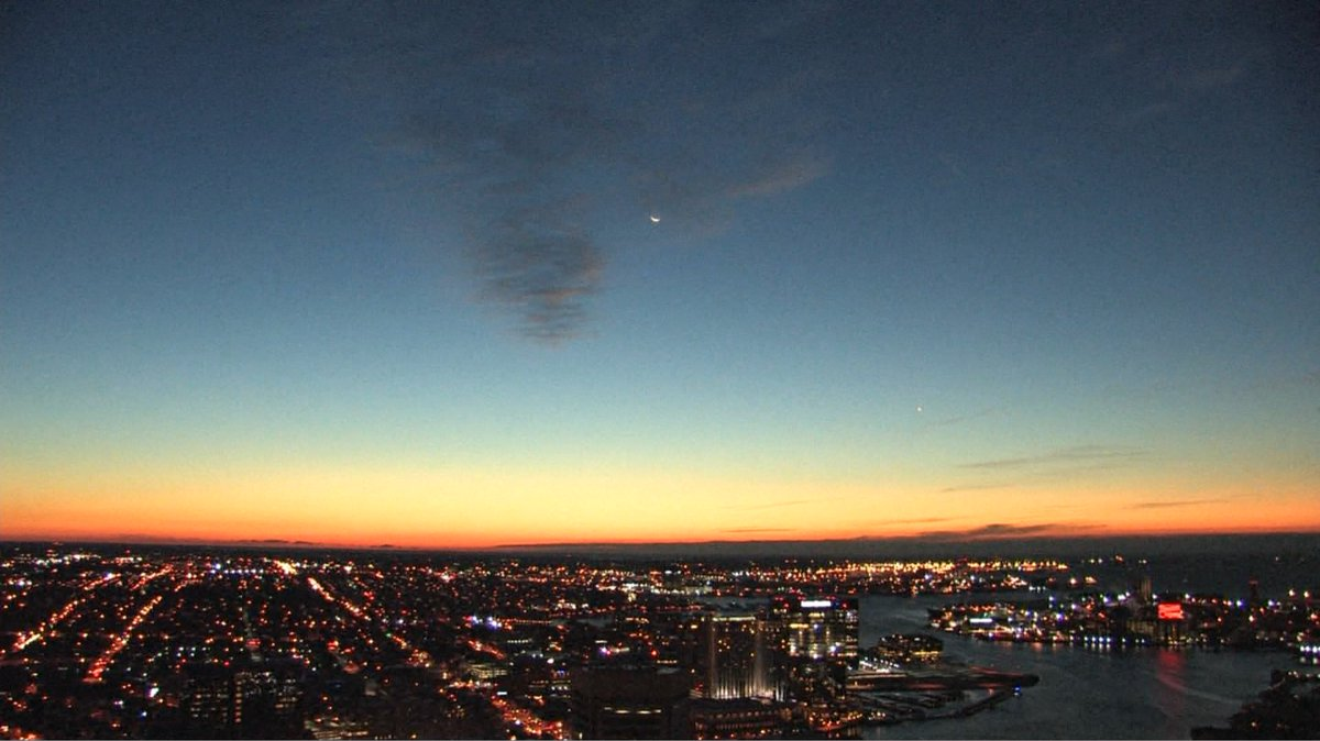 WJZ FIRSTWARNINGWX T.G.I.F.,..ain't it the truth! A sun and a moon rise just now. @CBSBaltimore