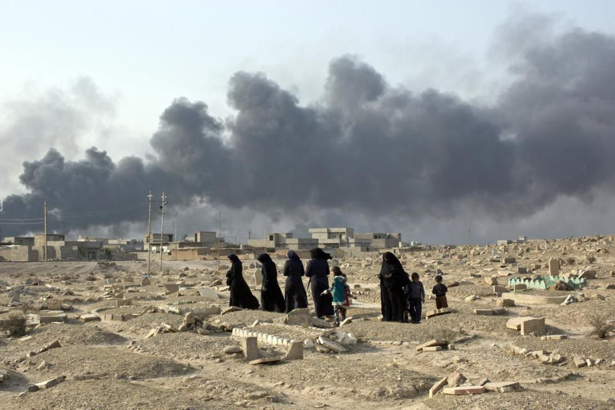 ISIS terrorists in Mosul use civilians as