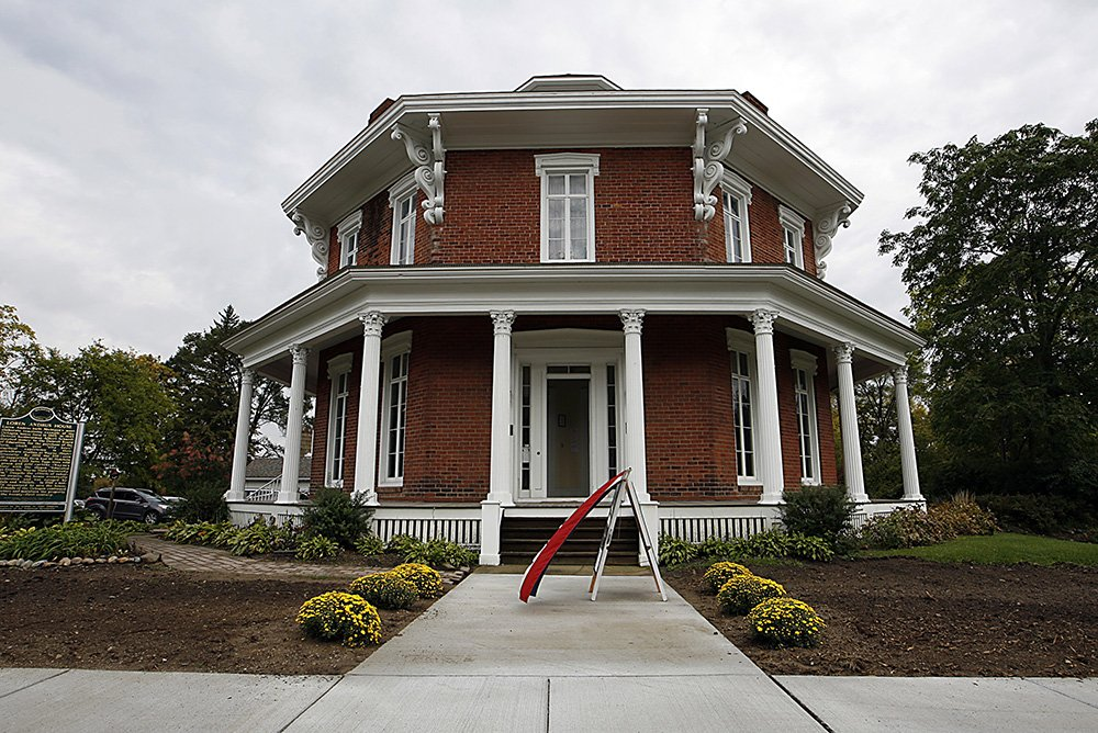 In Homestyle: Michigan's octagon houses.