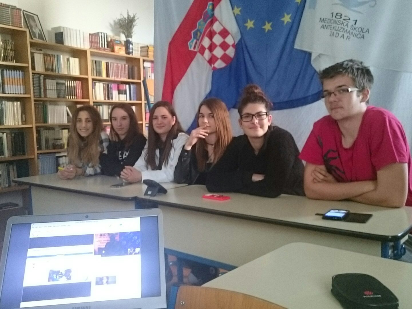 Croatia and its team say hi 🇭🇷😁#Blueyouth #Decarbonize https://t.co/jkJZv9UdVr
