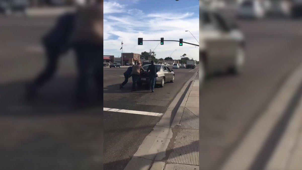 @DonaldJTrumpJr helps a woman push her stalled car in 100-degree heat