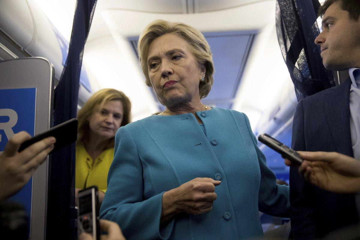 FBI reopens Clinton email investigation after discovering new messages