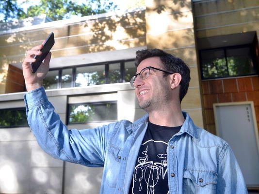 Appeals court reinstates ballot selfie ban