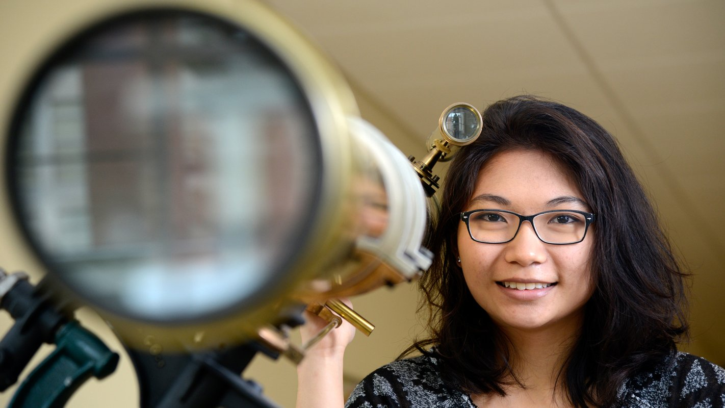 .@NCStateSciences graduate Mia de los Reyes is #NCState's first ever Churchill Scholar: https://t.co/MnMeERM5Kv #StateOfNCState https://t.co/6gDMdYTh7B
