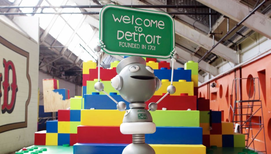 Quicken unveils rocket-and-robot float for Thanksgiving parade Detroit