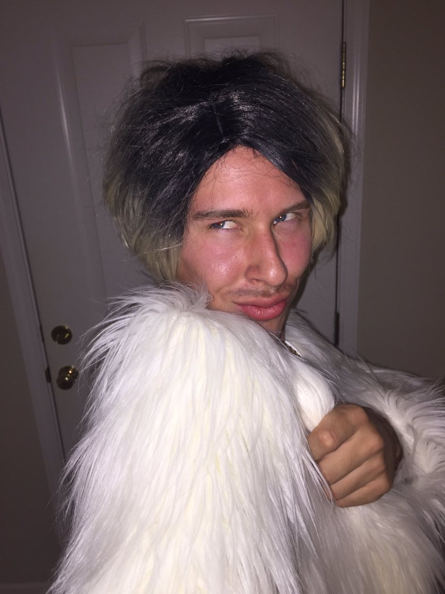 Ready to scam this Halloween party, let's chat later @joanneprada https://t.co/CZB7NUDQ8r