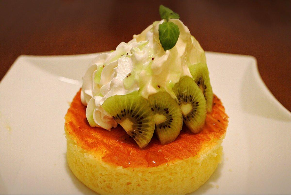 ラクエの大人気スペシャルパンケーキ、新しいメニューのご紹介。  パッションキウイ✨✨  パッションの甘酸っぱさと香りがいきてます(^O^)/ キウイとの相性バッチリ!