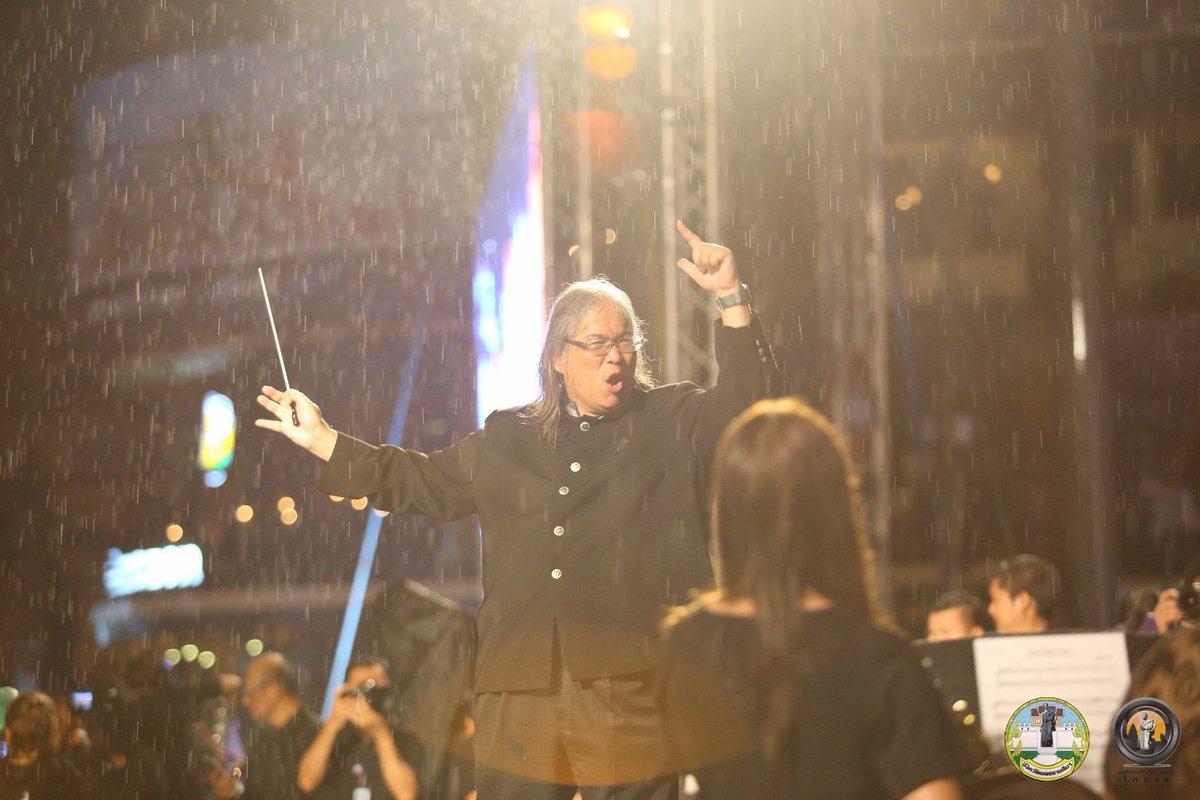 นับถือน้ำใจอ สมเถา ที่ให้นักดนตรีบรรเลงท่ามกลางสายฝนเพื่อให้ชาวโคราชได้ถวายความอาลัยอย่างสมบูรณ์แบบ https://t.co/xs4CbckqKL