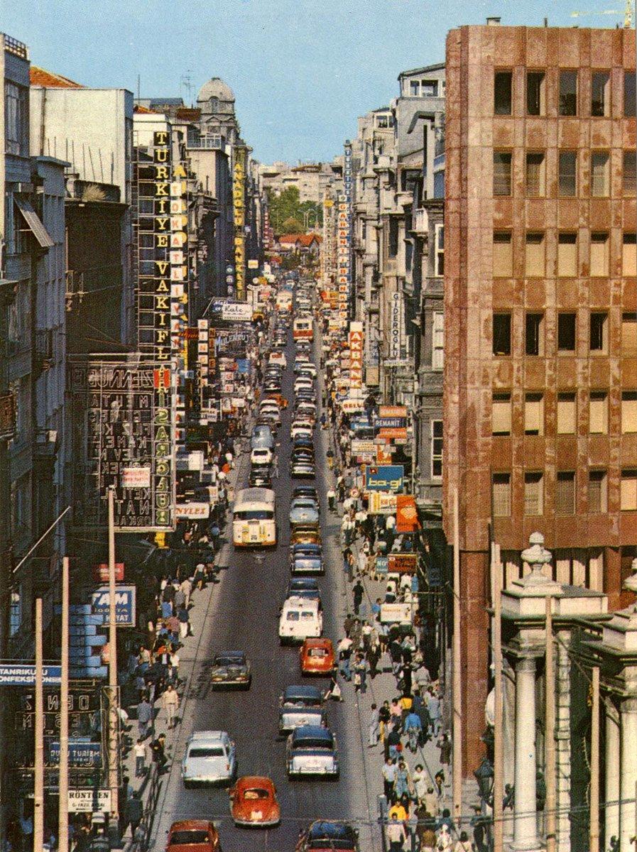 İstiklal Caddesi, İstanbul, 1970'ler #SALTAraştırma, Harika-Kemali Söylemezoğlu Arşivi https://t.co/uD0TRlMaKS