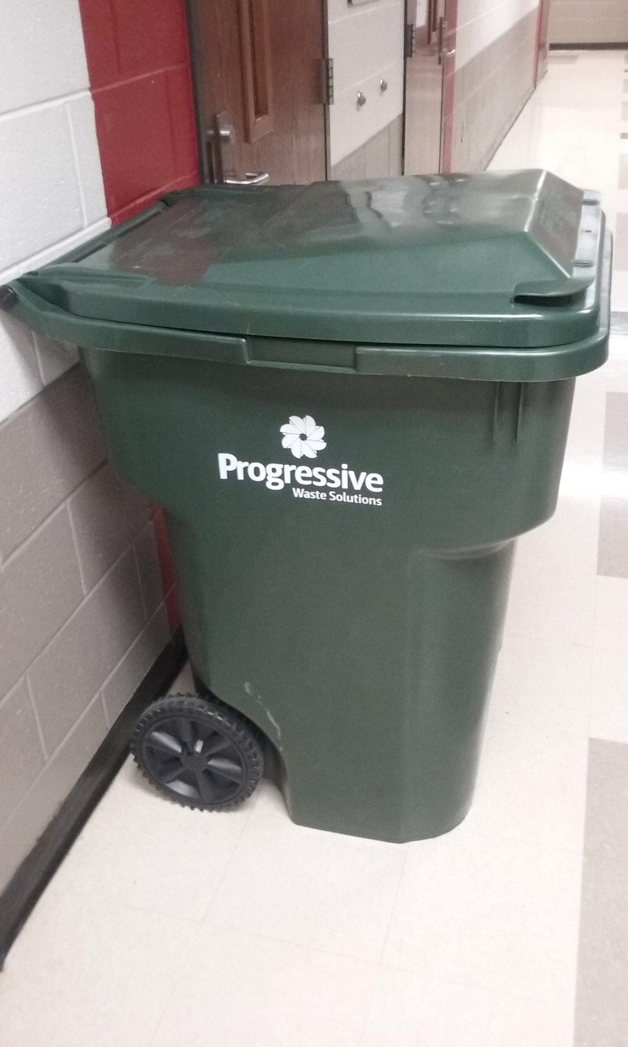 This bin (on hallway toward learning sessions at researchED DC) says so, so much. #rEDWash https://t.co/AL93KU3xUX