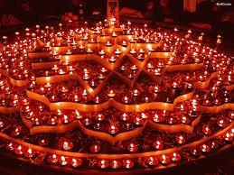 La leyenda de Rama, en la que se basa el Diwali, es maravillosa. Os la iré contando poco a poco. De momento, pongamos luces de Diwali. https://t.co/BKKIng4LsZ