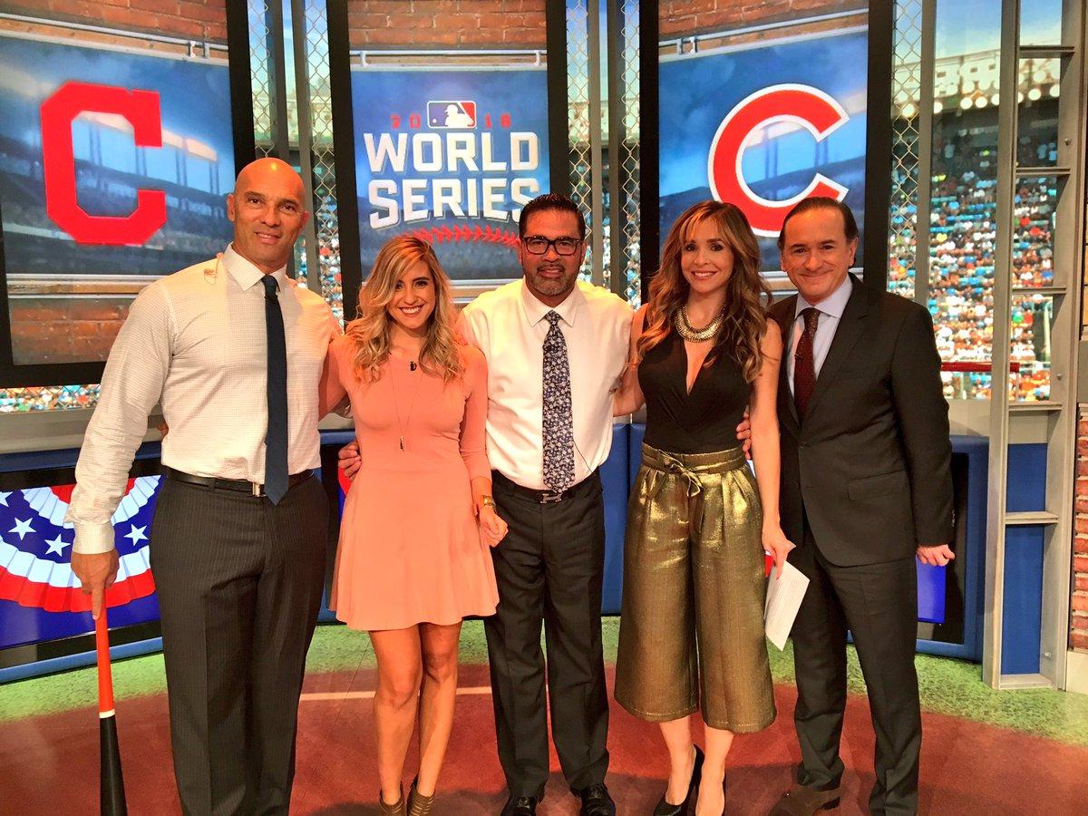 El equipo de @ESPN_Beisbol está listo para el cuarto juego de la Serie Mundial. ¿Ustedes? #smxespn https://t.co/q4RghVYsu0