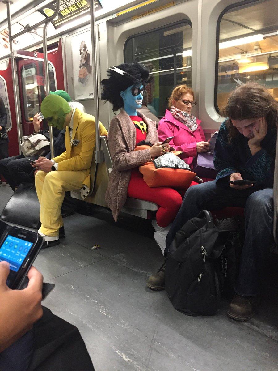 Gotta love Halloween commuting. https://t.co/oZxYytL3jC