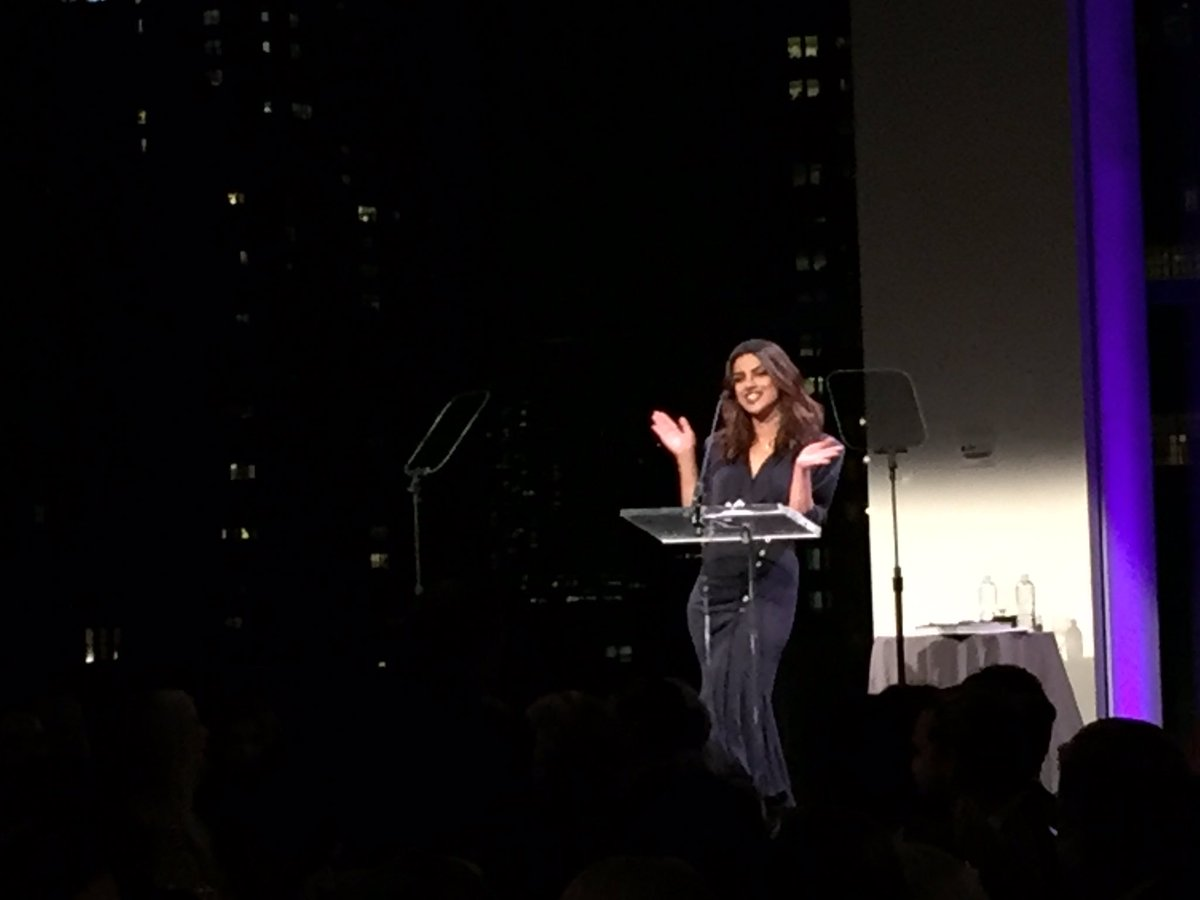 @priyankachopra welcomes @MichaelKors to the stage at the #goldenheartawards! https://t.co/fz1A7zXEMa