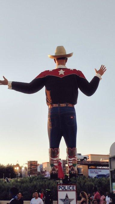 Biiiig Tex https://t.co/FkooIe3XcE