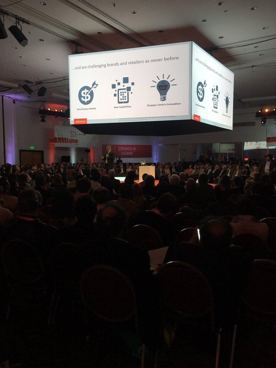 """""""El nuevo consumidor desafía a las compañías como nunca antes"""" Bill Deakin en #ORACLEx https://t.co/gGUWRyO25l"""