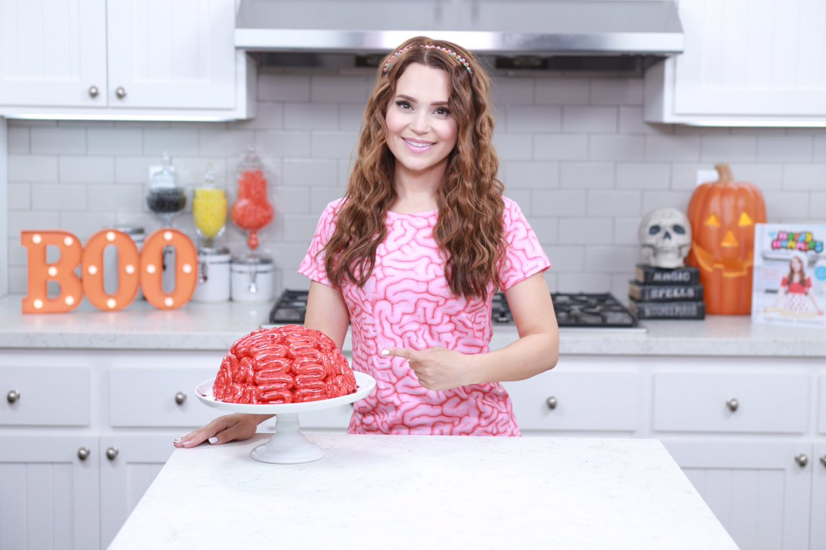 Nerdy Nummies On Twitter Learn How To Make A Red Velvet Brain Cake On Nerdy Nummies With Rosannapansino Https T Co B43akdoarp