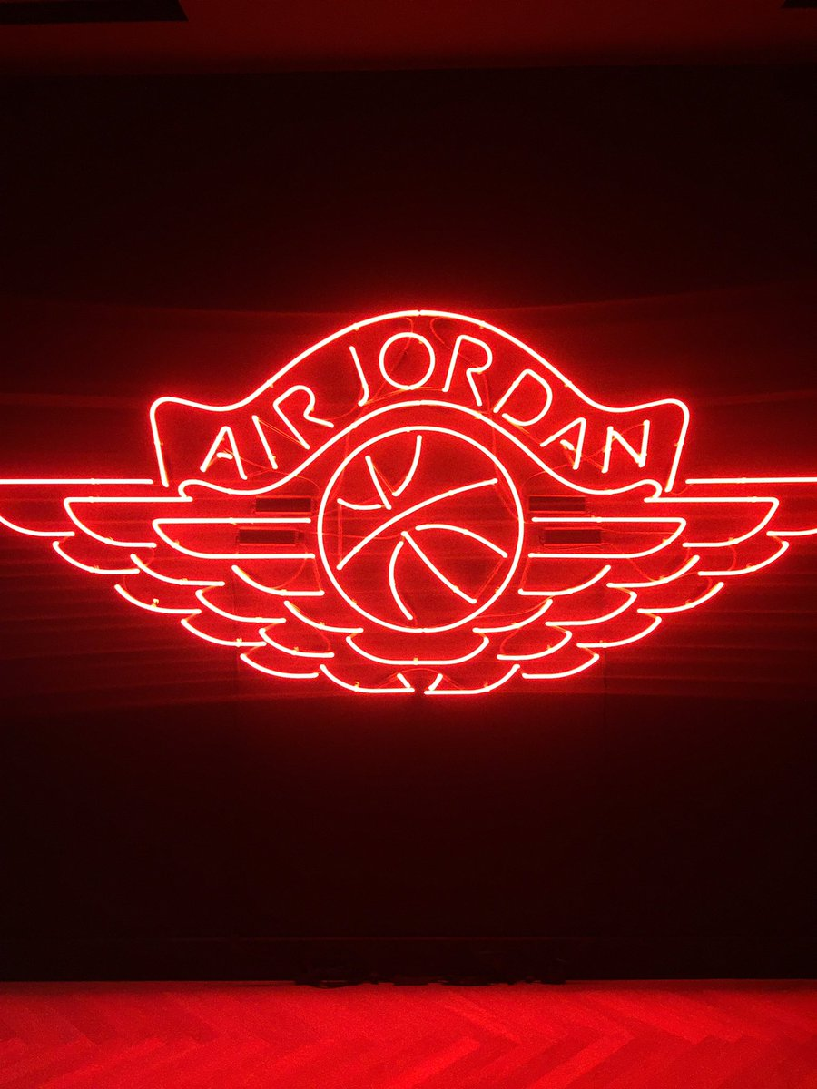 huge discount 0e73e b68df Jumpman23 dropped 501 pairs of Satin Air Jordan 1s at its 10.18 pop up shop  at 108 Wooster in NYC. WATCH  https   t.co FR4ttSj3Oq…  https   t.co vgznXdod4E