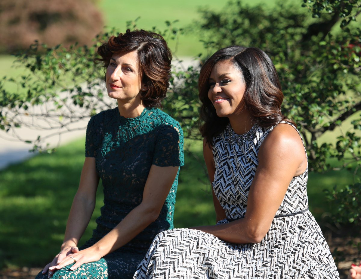 .@FLOTUS treated Mrs. Landini to tour of her WH KitchenGarden & xlnt performance by @TurnaroundArts kids #ItalyState https://t.co/CDLeQPP052
