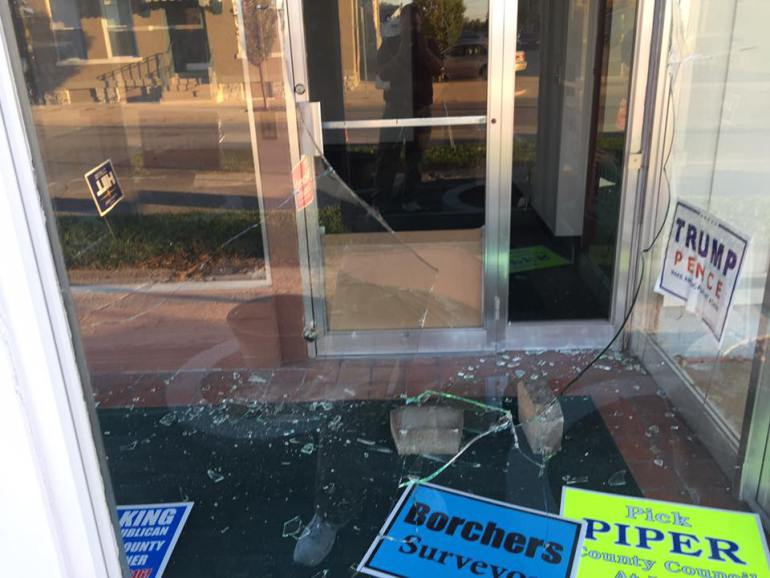 The Delaware County Republican Party said vandals attacked their office, throwing bricks through the windows…http://via.fox59.com/gUnH9 https://t.co/Rpe2V6lDki