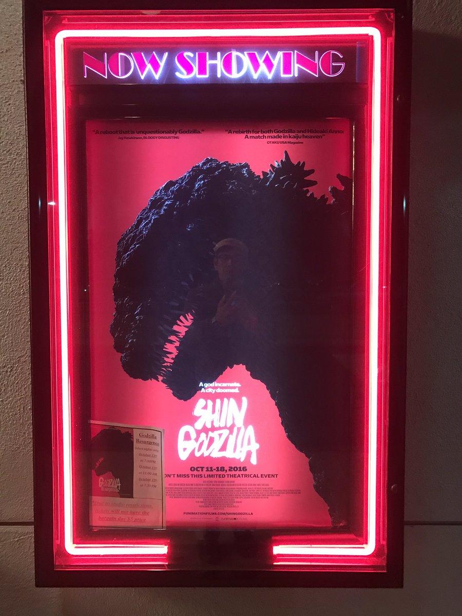 Shin Godzilla 米国公開最終日に観てきました。平日夜というのに、満席。オープニングでは拍手も。 アメリカ人にもかなり受けてました。 https://t.co/1AILdfxigX