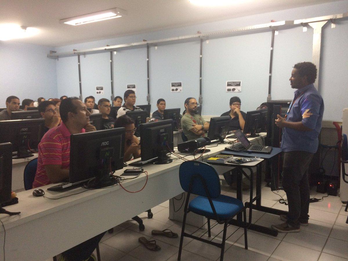 """Abertura #nabucoIoTWeek com o #cesar representado por Everaldo Pereira falando sobre """"A internet das coisas"""" #fjnOlinda #fjn #si #iot"""