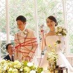 幸せいっぱいの結婚式でまさかの新郎がグルグル巻きに…幸せ…ですよね?WW