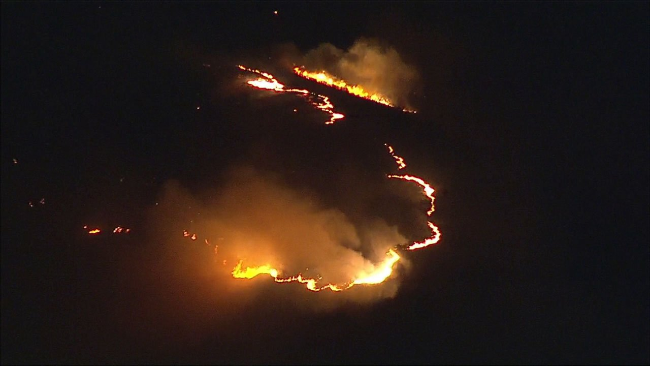 #BREAKINGNEWS Firefighters battle 3-acre brush fire in Porter Ranch https://t.co/9lYMUm4kcP https://t.co/KQeAh6bdNt