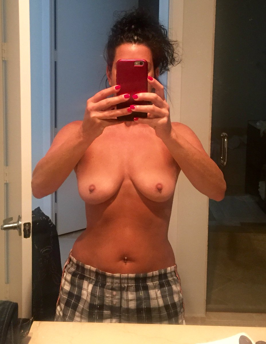 Nude Selfie 8950