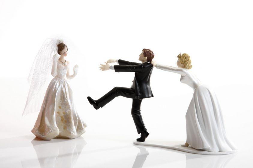 Infedeltà coniugale: 7 donne su 10 tradiscono se il marito non aiuta nelle faccende domestiche
