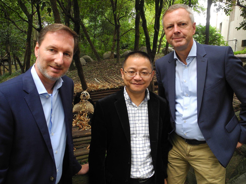 Zoodirektor Dr. Knieriem reiste nach China für die letzten Vertragsverhandlungen für das #ZooBerlin Pandapärchen. https://t.co/v5n11TE2si