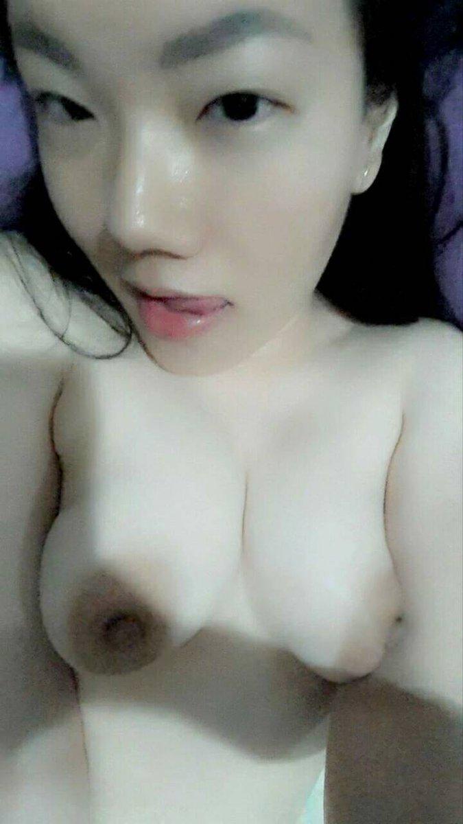 Nude Selfie 9001
