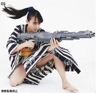 今回は服や髪の毛の動きを映画撮影と同じ手法で「風の演出」をしています。 実在する黒い銃は写りがイマイチなので 大きめの架空の銃を使用しました。  瞬撮アクションポーズ03 11月25日発売です。 https://t.co/TaT4MesV4n