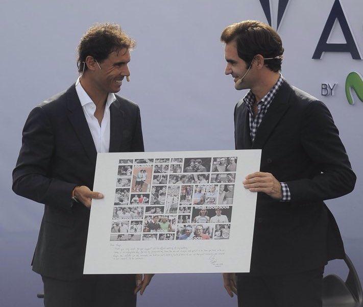 Koláž, kterou Rafael Nadal daroval Rogerovi Federerovi