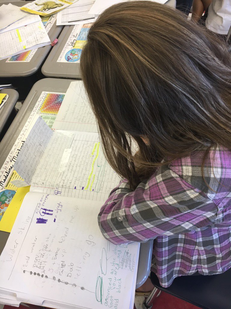 Always exciting watching my Gr 4 Ss engaged in the writing process!  #FiskeSchool https://t.co/JHvYEKBiSi