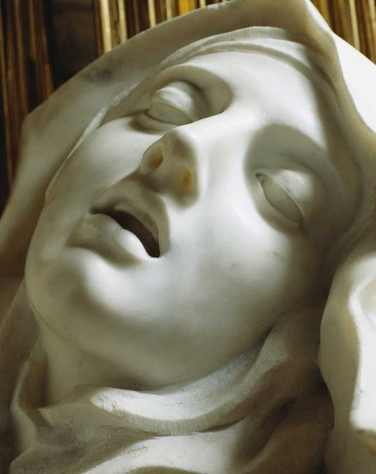 El Éxtasis de Santa Teresa, Bernini (1647-1651) | Lindsay Lohan desmayada de la borrachera (2007) https://t.co/o1t8zX9TH2