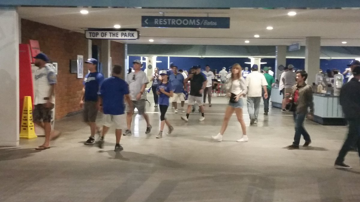 Leaving so soon? @Dodgers fans doing what they do best. Leaving game early. @WGNNews @Cubs https://t.co/XsraiONR0k