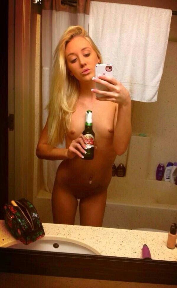 Nude Selfie 9063