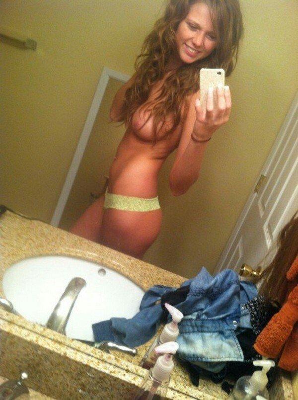 Nude Selfie 9069