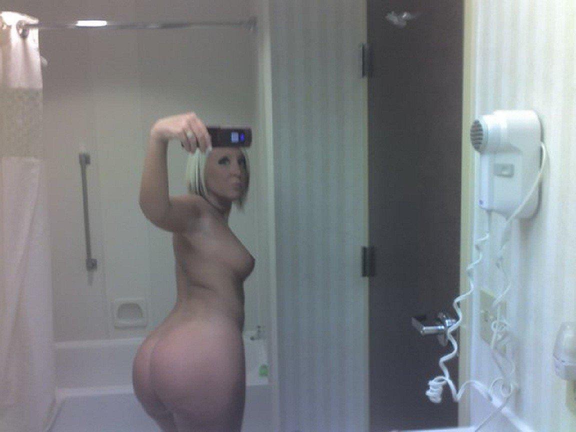 Nude Selfie 9053