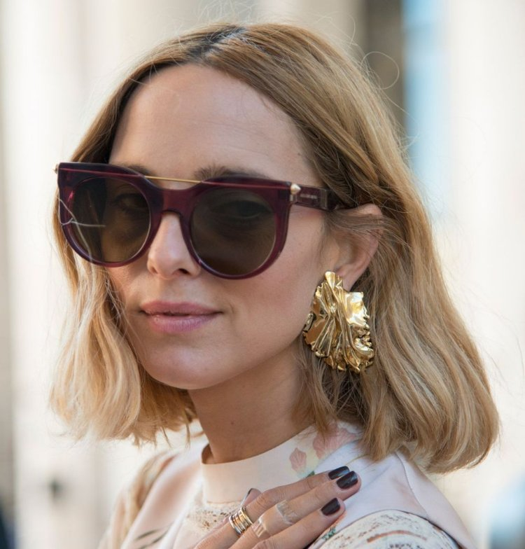 Discover the best hairstyles for showing off this season's statement earrings: https://t.co/K6I4VaJUYh https://t.co/PpCC2otav2