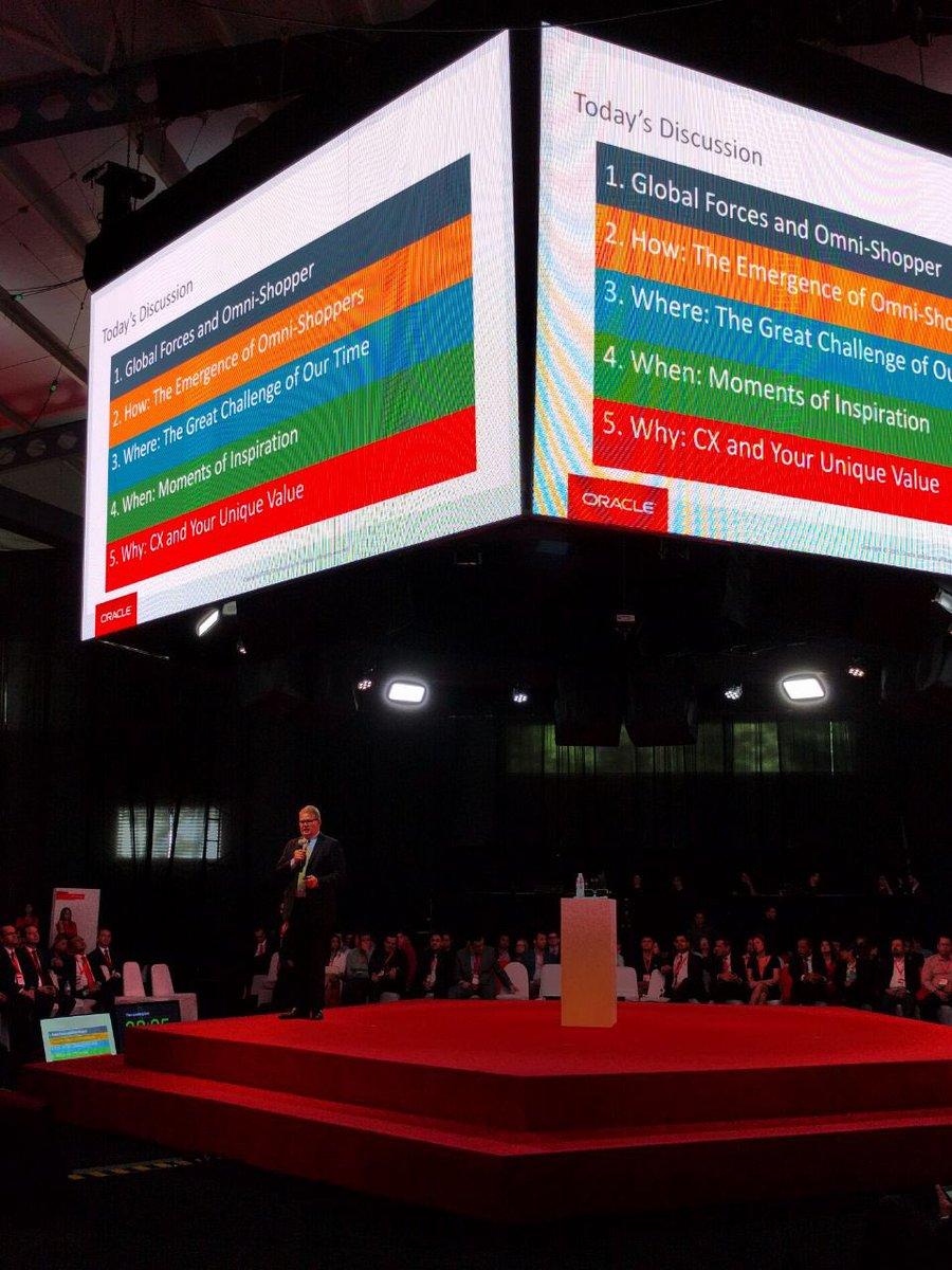 """Bill Deakin, VP de CX en Oracle: """"la discusión hoy gira en torno a las experiencias positivas del cliente"""" #ORACLEx https://t.co/jsh7SLwqWV"""