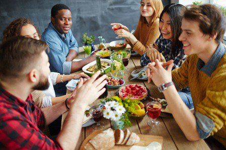 10 how not to be annoying #SocialSkills for dinner #guests:  https://t.co/XenZBCUr5O #etiquette https://t.co/aBqjQcl2dj