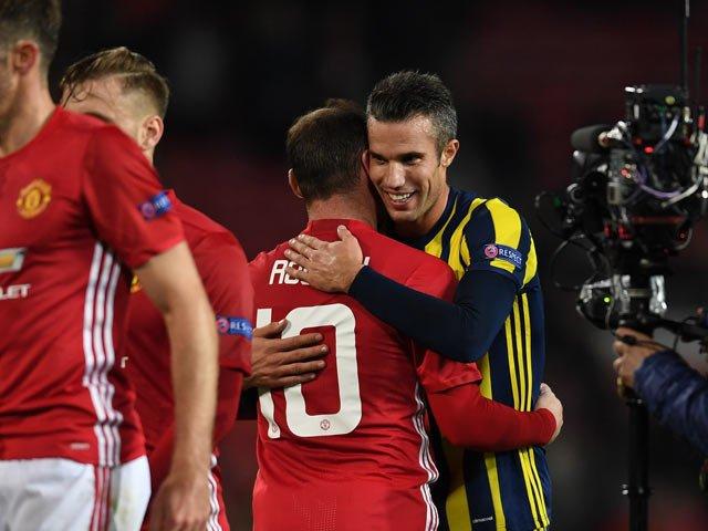VIDEO: Robin Van Persie segna al Manchester United e l'Old Trafford lo acclama così