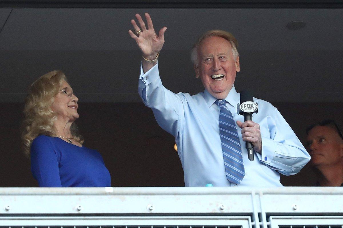 Vin Scully returns to Dodger Stadium as spectator
