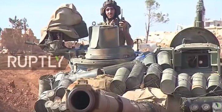 الوحش الفولاذي لدى قوات الجيش السوري .......الدبابه T-72  - صفحة 3 CvRSFmdWYAAhbJW