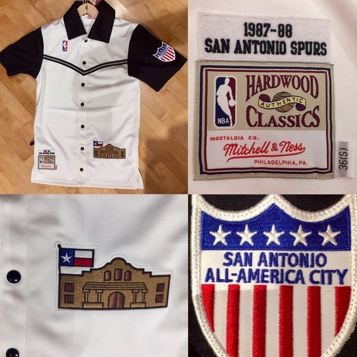 quality design 1d9b5 737b0 NBA Store on Twitter:
