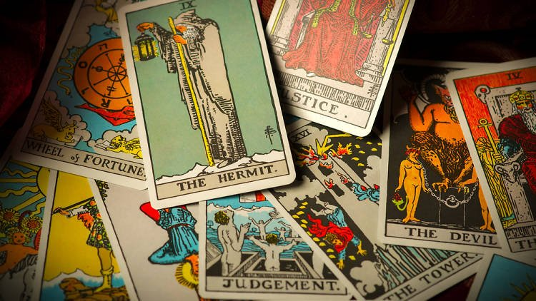 Learn how to read tarot cards for Halloween